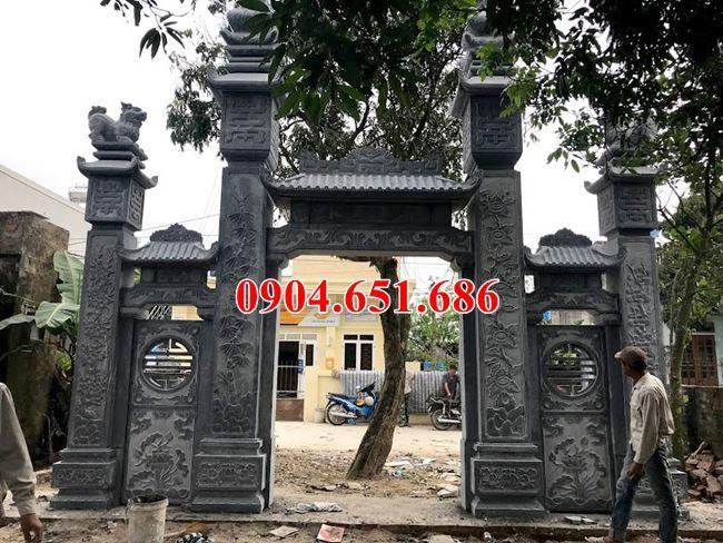Mẫu cổng nhà thờ tổ thiết kế đẹp bằng đá khối tự nhiên