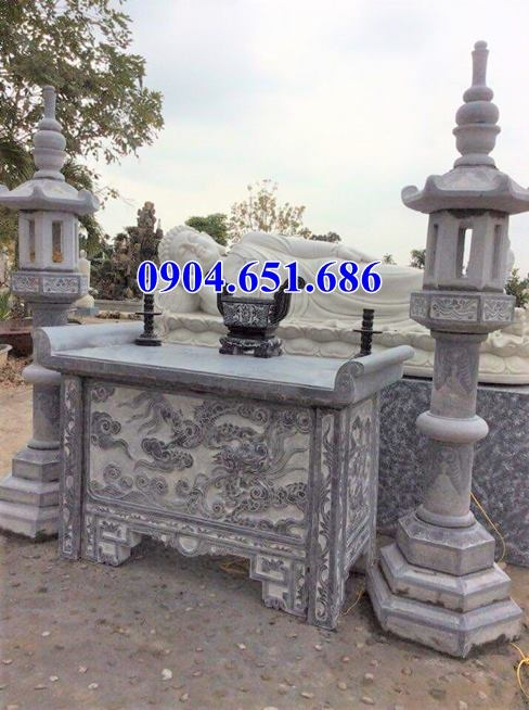 Mẫu bàn lễ đặt ngoài khu lăng mộ gia đình thiết kế đơn giản đẹp