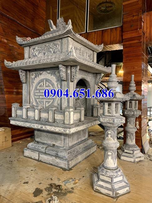 Ngôi miếu thờ đá được lắp đặt hoàn chỉnh