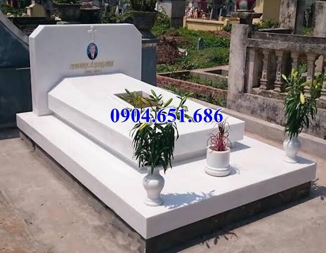 Mộ đá granite Bình Định màu trắng đẹp mắt
