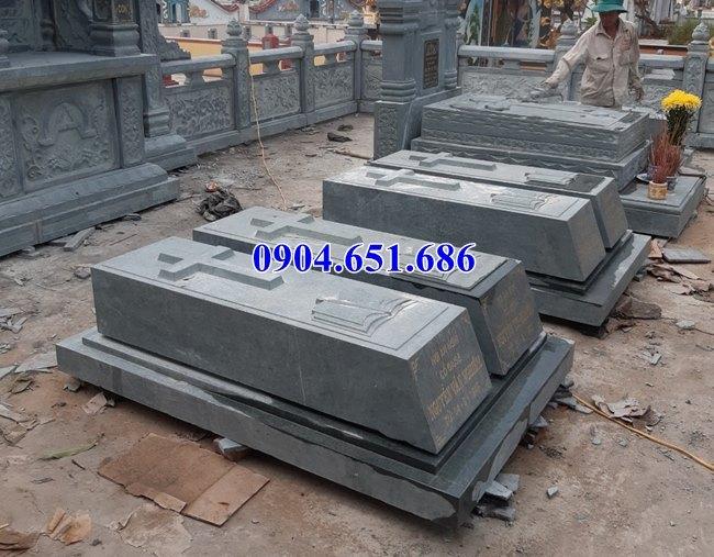 Mẫu mộ công giáo đôi để tro cốt bằng đá xanh rêu đẹp bán tại Sài Gòn